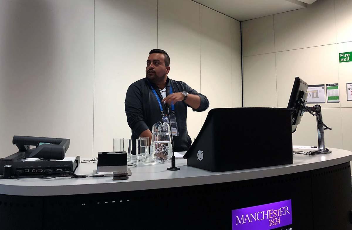 Sergio Manrique presenting